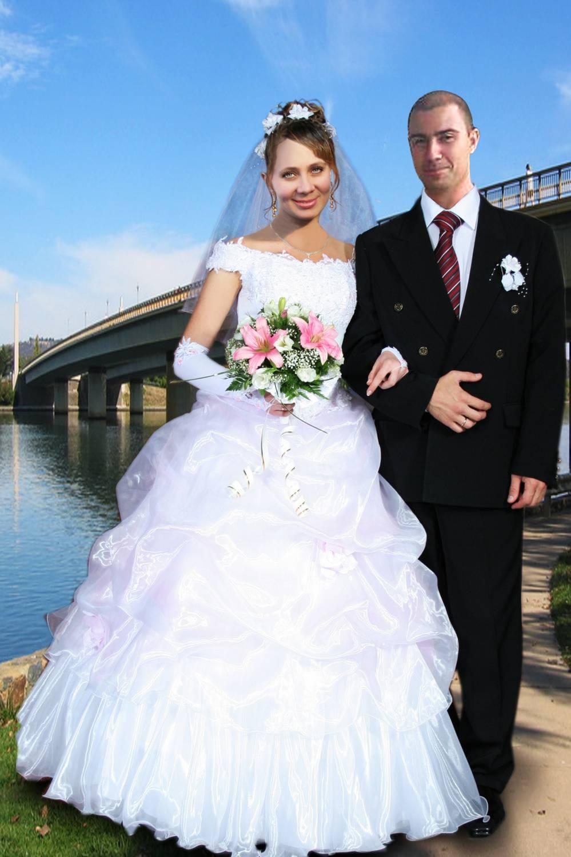 Смотреть лисбиянки невеста и ее подружка перед алтарем тоже лисбиянка 28 фотография